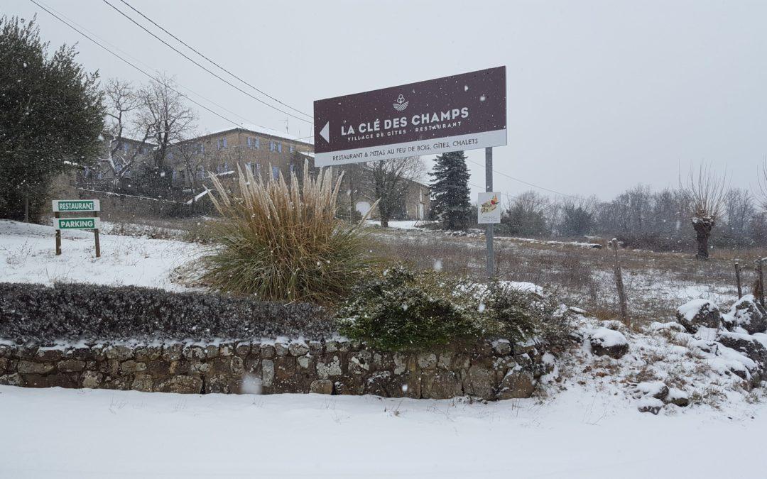 La neige s'est invitée à la Clé des Champs !